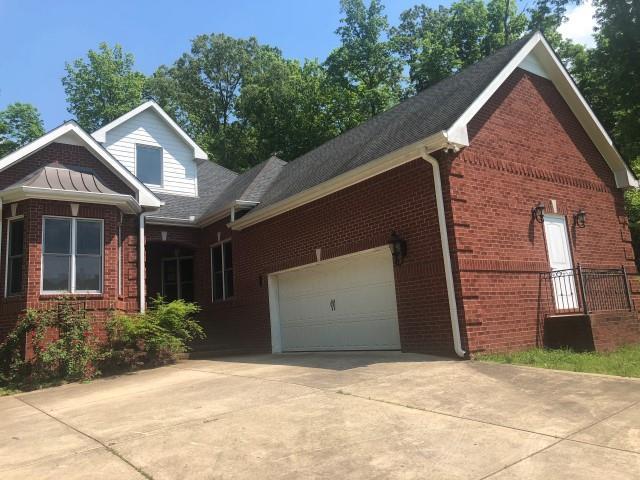 2032 Garrett Rd Charlotte, TN 37036
