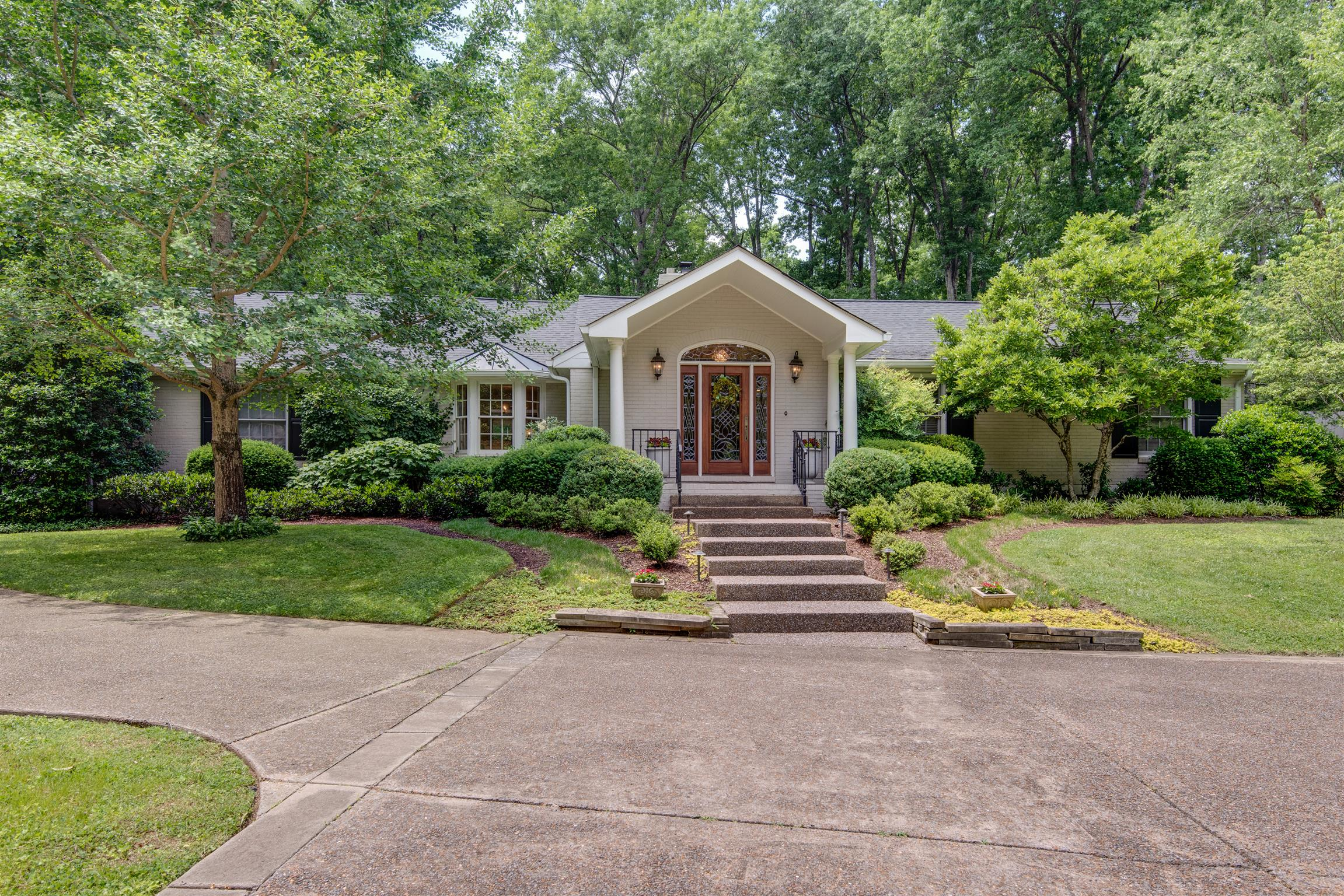 525 Brook Hollow Rd Nashville, TN 37205