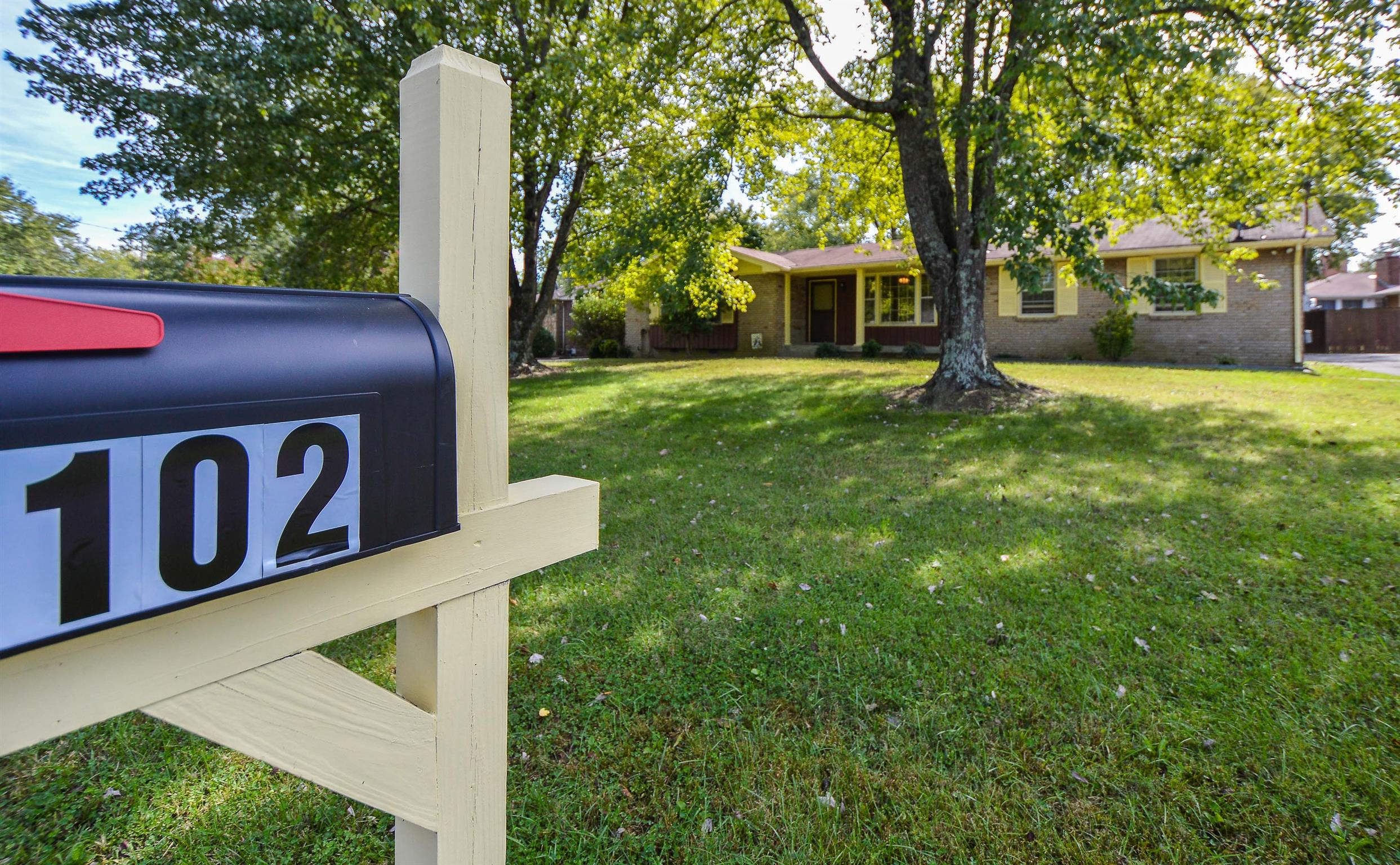 102 Lakeside Park Ct Hendersonville, TN 37075