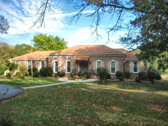 15 Timberlake Dr Fayetteville, TN 37334