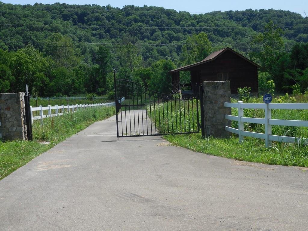 4425 Wet Mill Creek Rd Celina, TN 38551