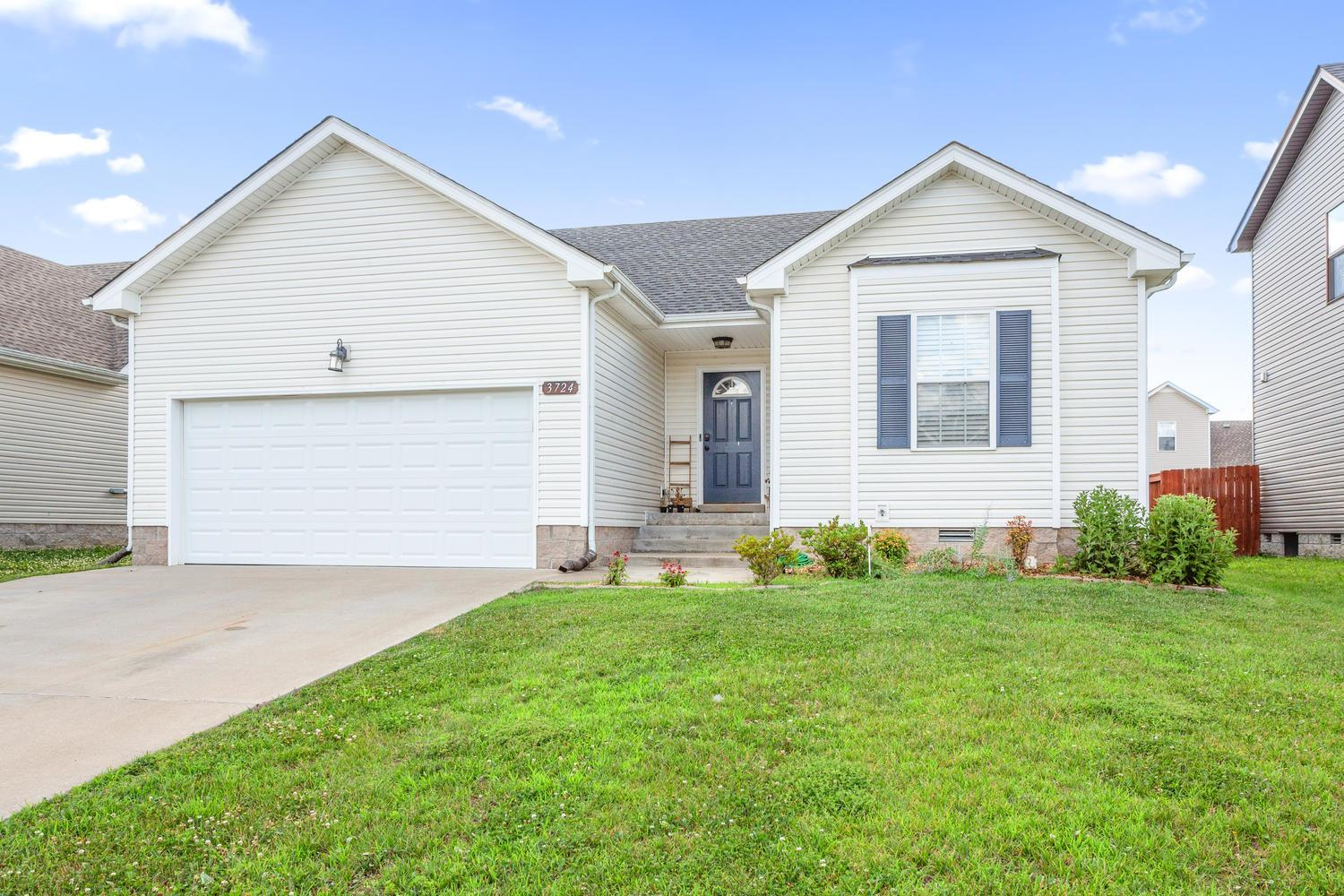 3724 Gray Fox Dr, Fort Campbell in Montgomery County County, TN 37040 Home for Sale