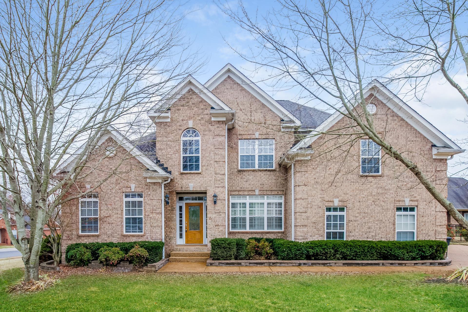 129 Deerfoot Ct, Hendersonville in Sumner County County, TN 37075 Home for Sale