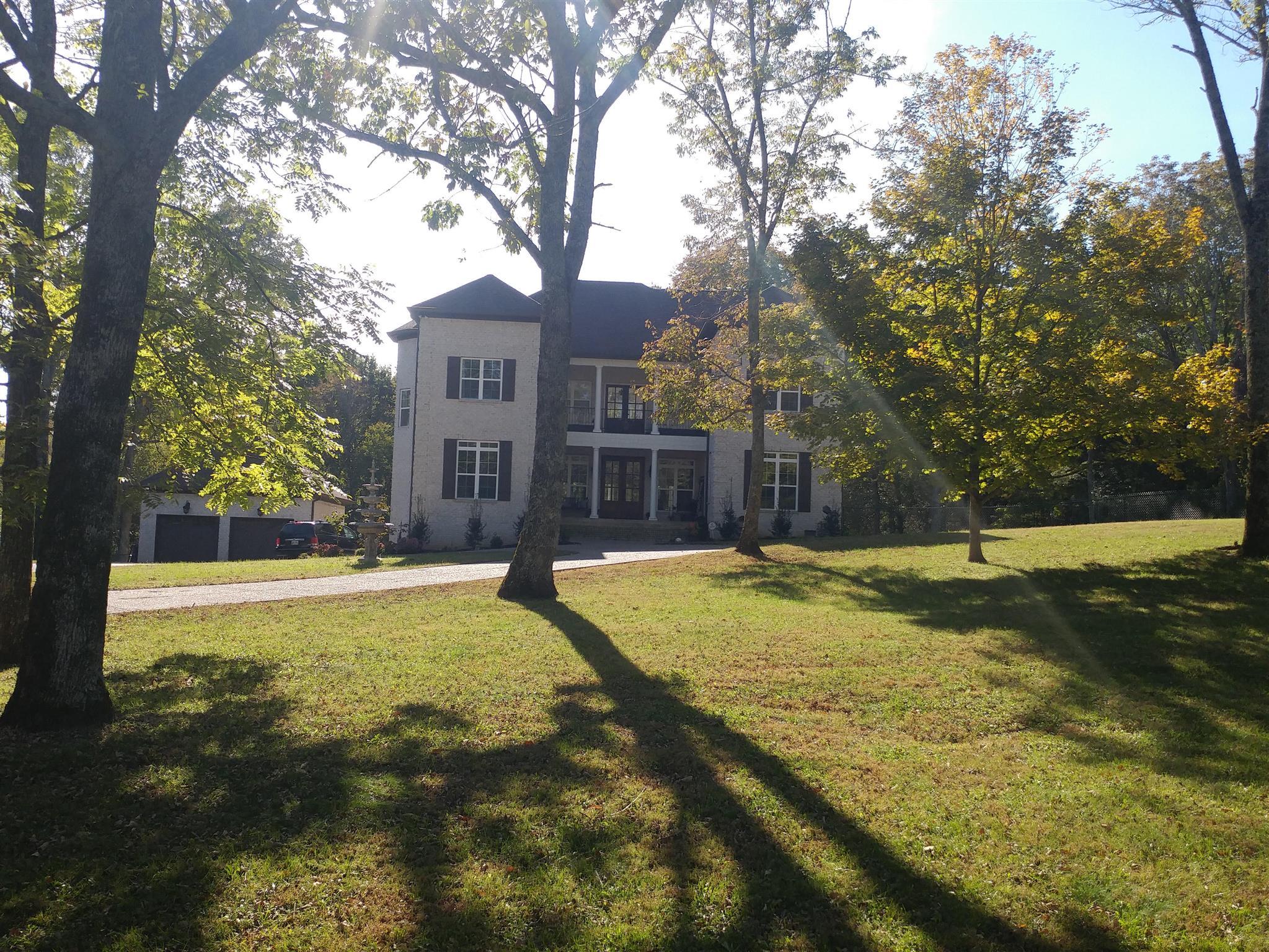 1134 Longview Dr Hendersonville, TN 37075