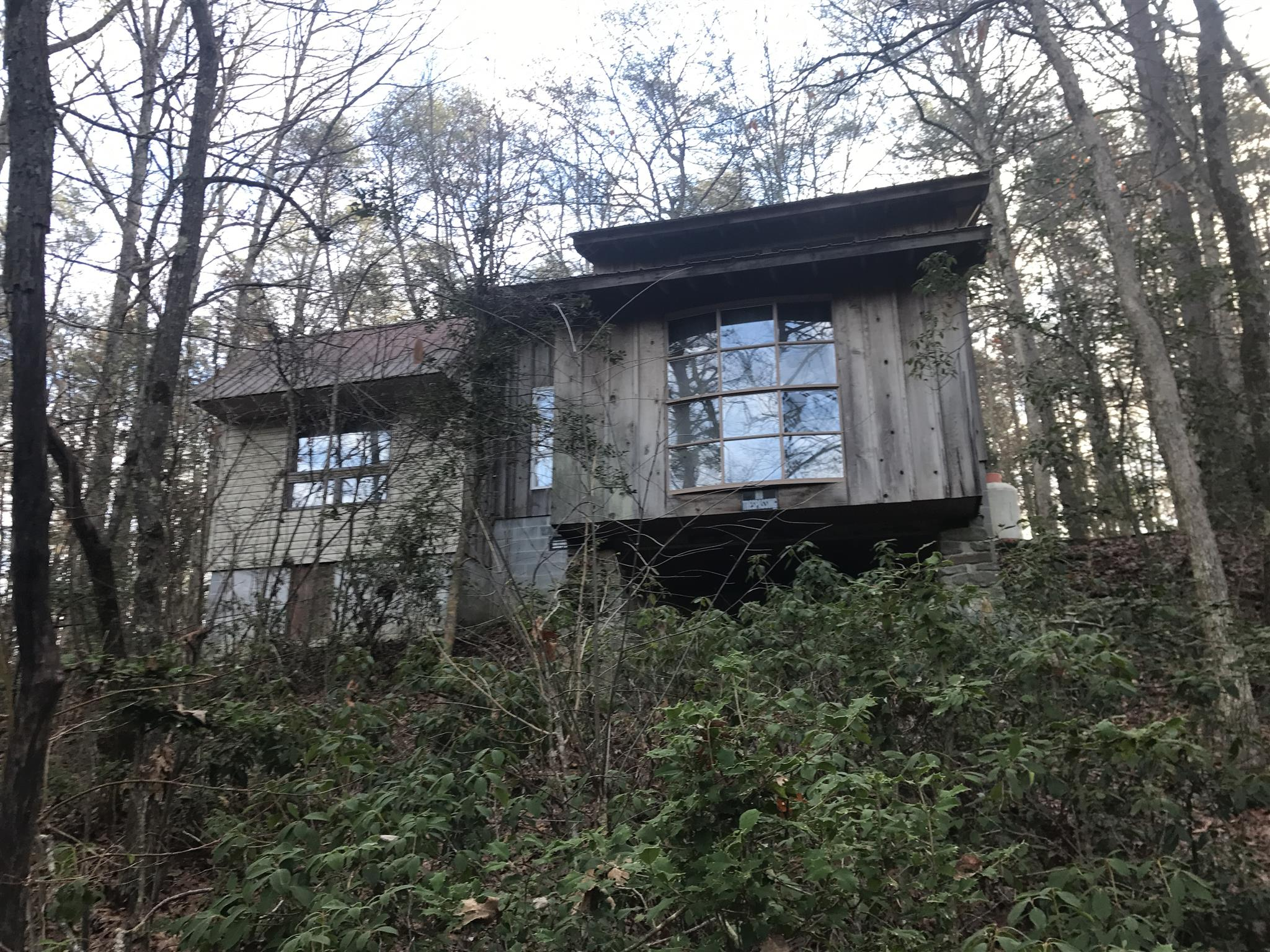 297 Old Burroughs Cove Rd, N Altamont, TN 37301