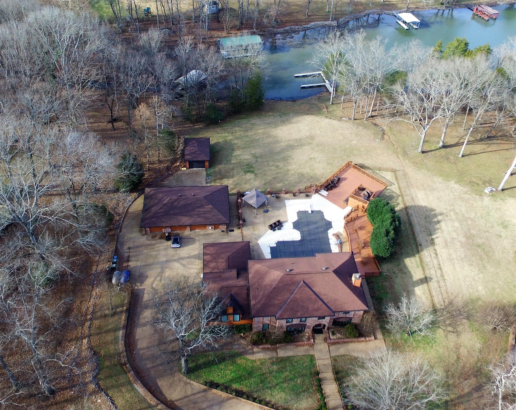 247 Bayshore Dr, Hendersonville, Tennessee 4 Bedroom as one of Homes & Land Real Estate
