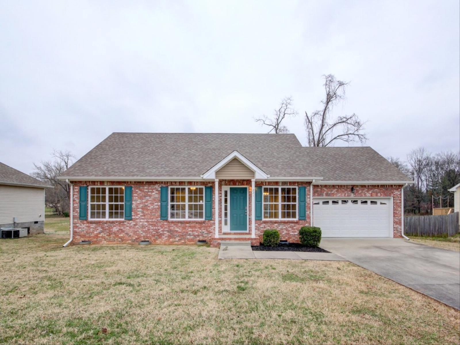 221 Raintree Dr, Clarksville in Montgomery County County, TN 37042 Home for Sale
