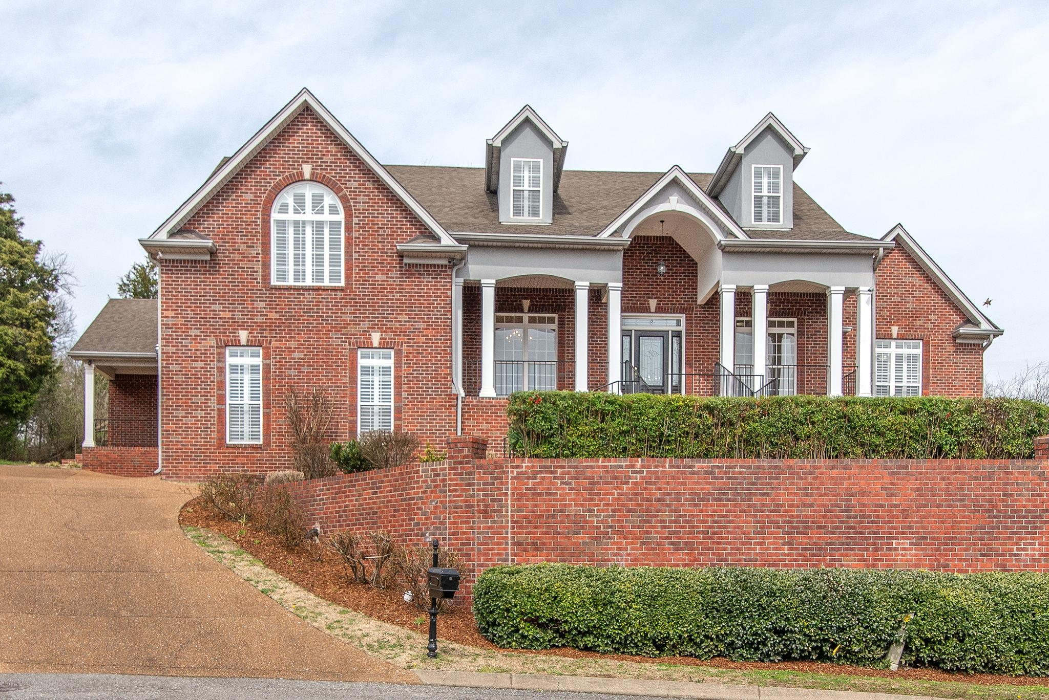 1004 Darwood Ct Hendersonville, TN 37075