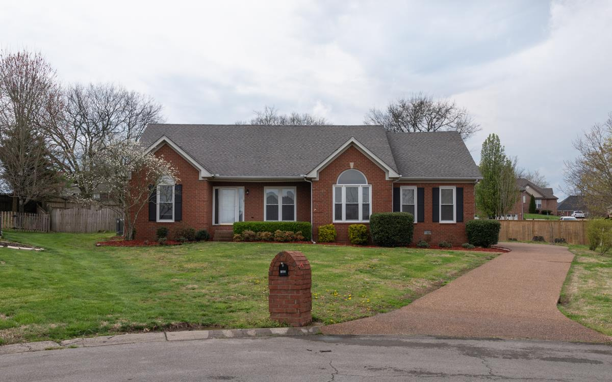 1005 Cross Creek Ct Hendersonville, TN 37075