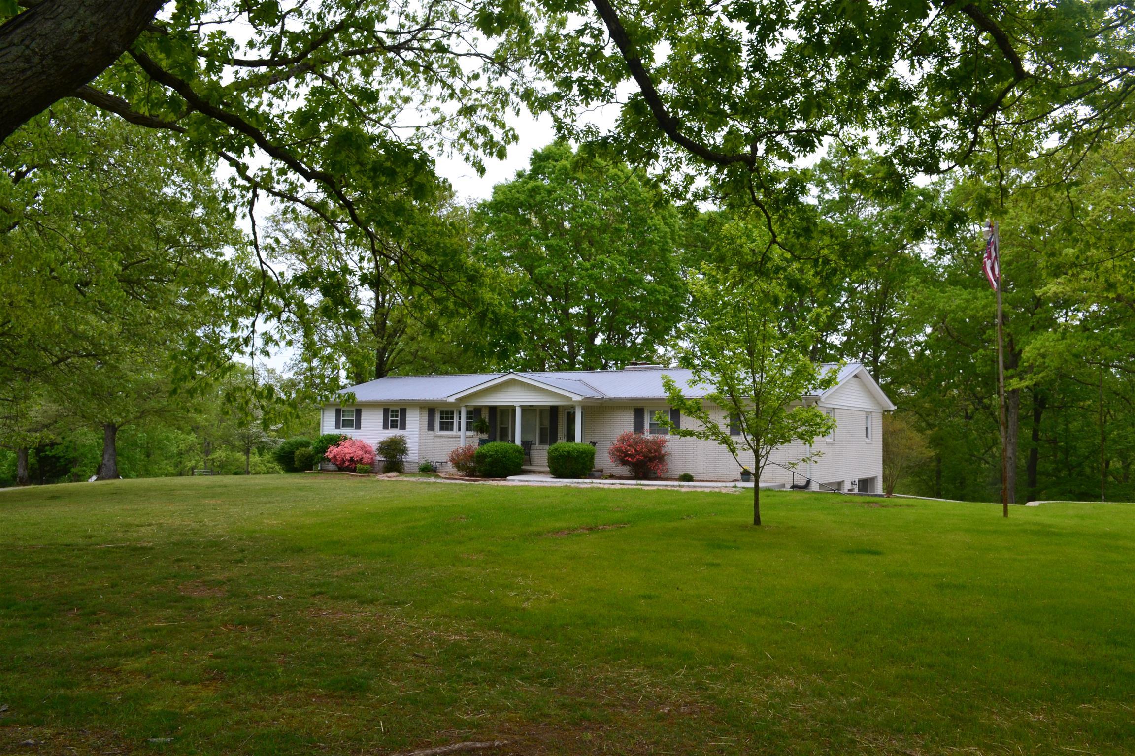165 Lakeview Ln Mcewen, TN 37101