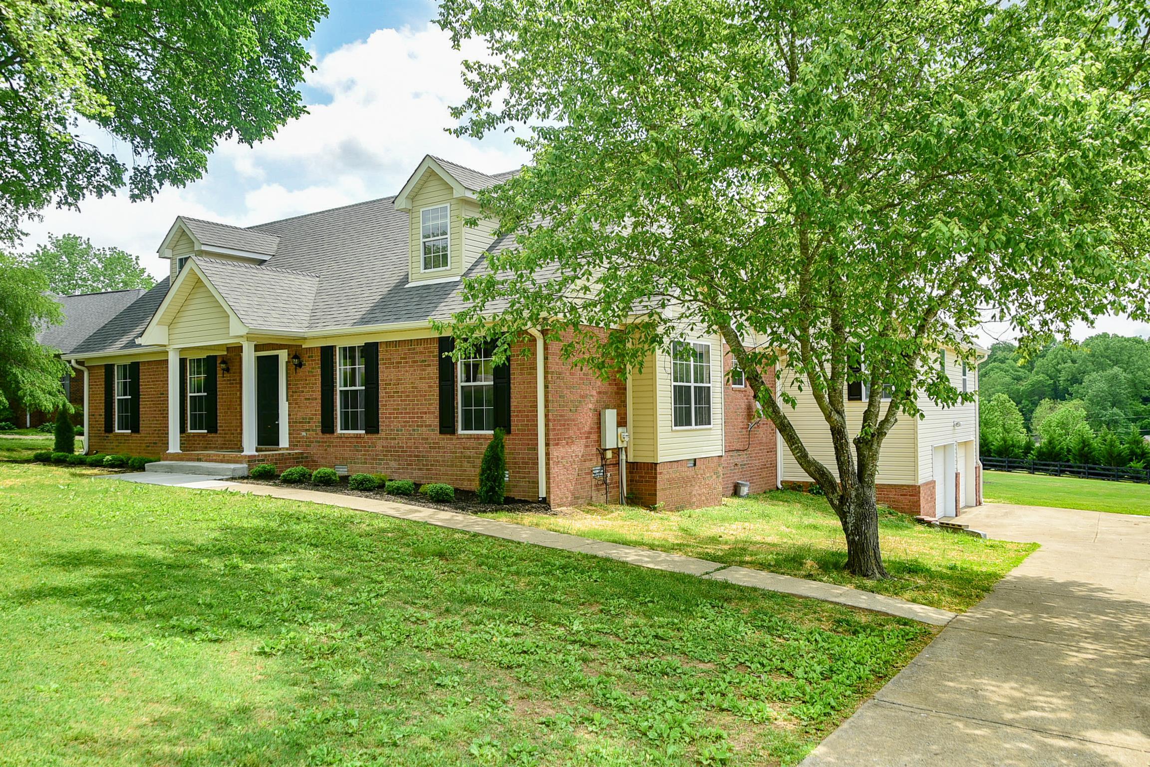 1010 Jensen Ln, Hendersonville in Sumner County County, TN 37075 Home for Sale