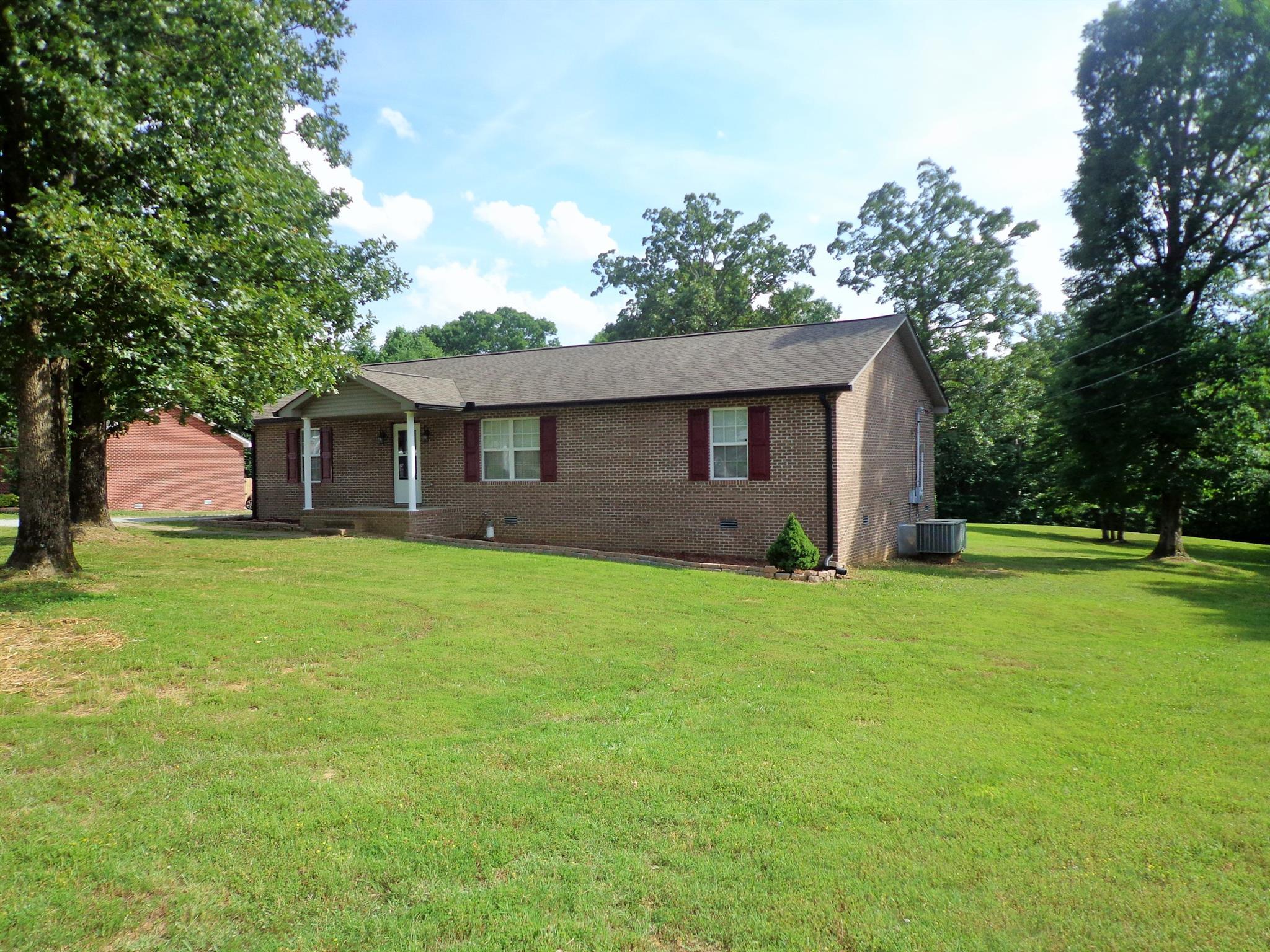 448 River Oaks Dr New Johnsonville, TN 37134