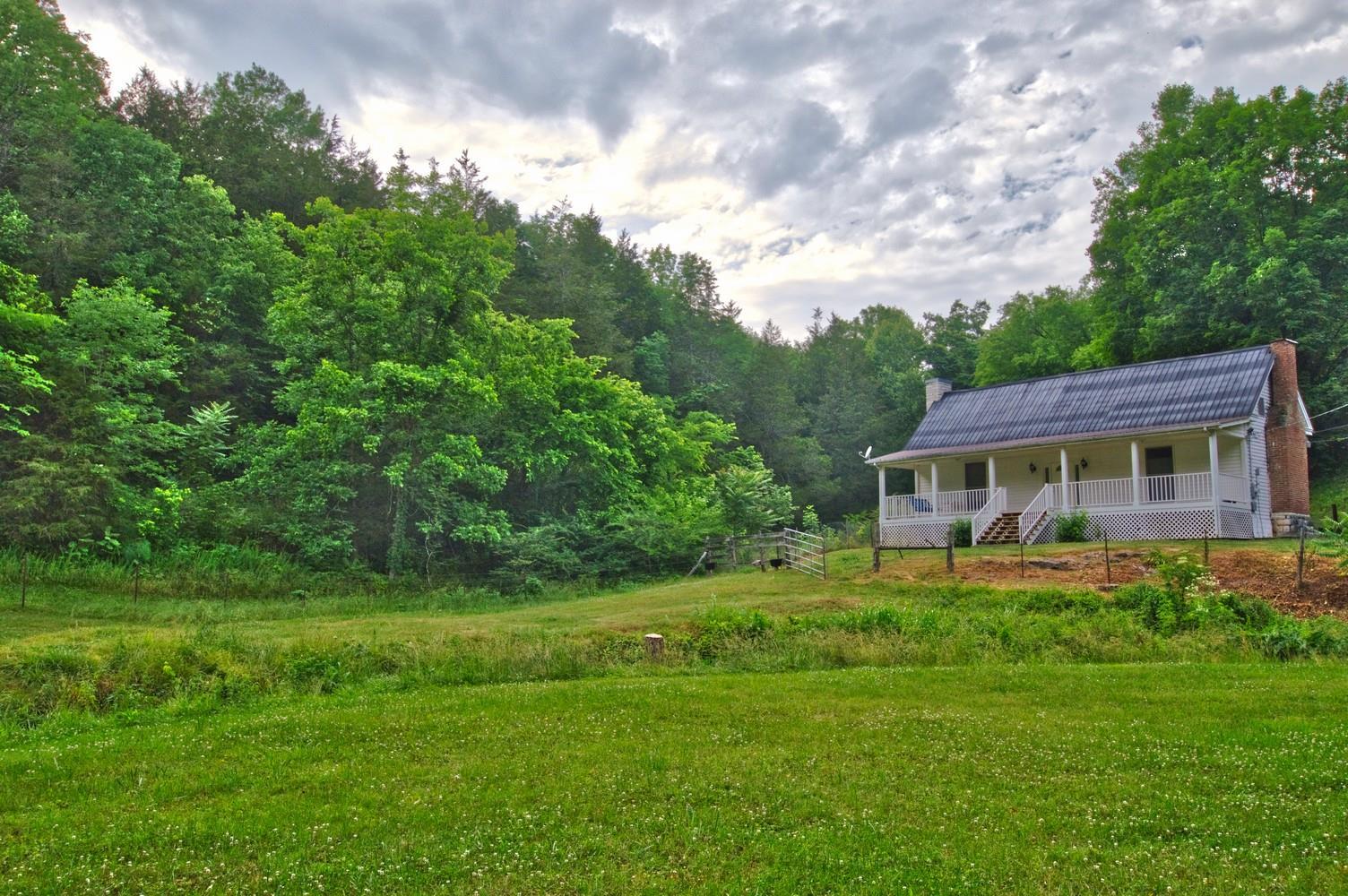 4059 Locke Creek Rd Readyville, TN 37149