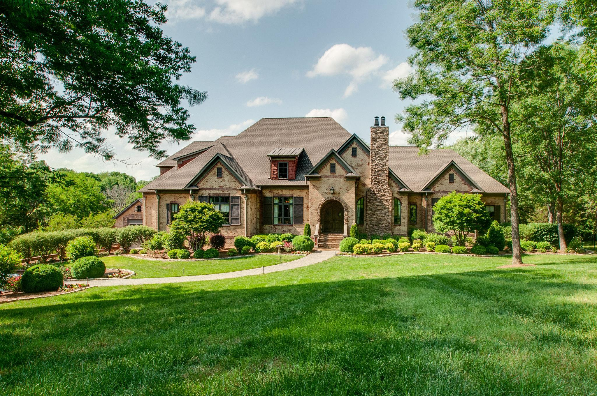 132 Steeplechase Ln, Bellevue, Tennessee 8 Bedroom as one of Homes & Land Real Estate