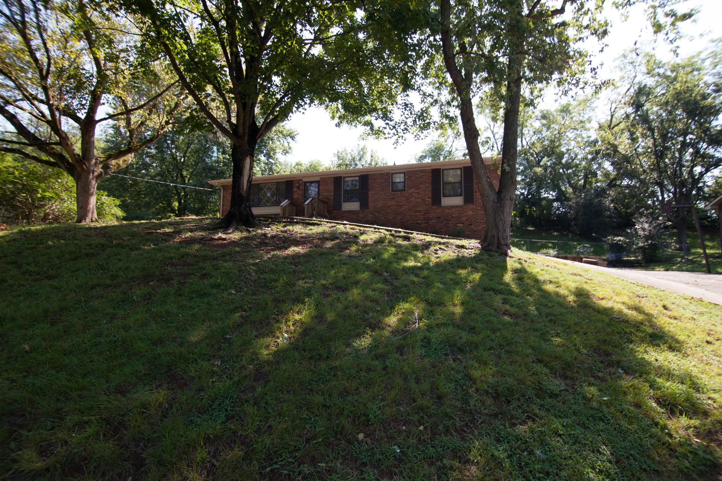140 Lakeside Park Dr, Hendersonville in Sumner County County, TN 37075 Home for Sale