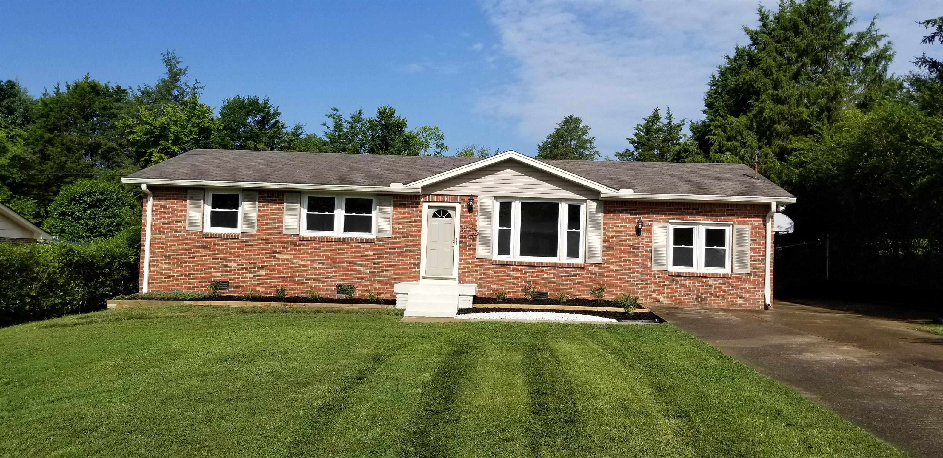 207 S Valley Rd, Hendersonville in Sumner County County, TN 37075 Home for Sale