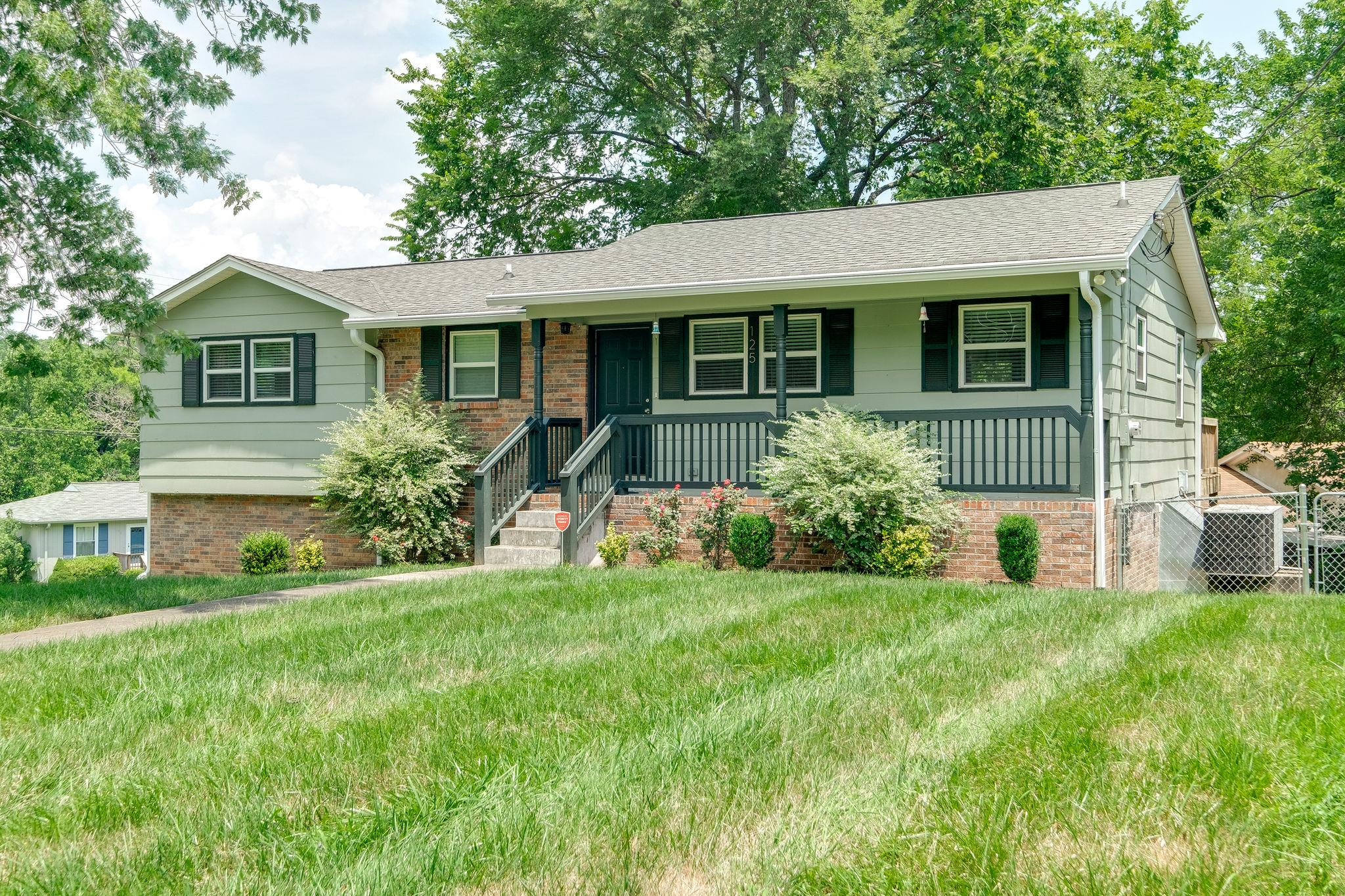 125 Cedarcrest Dr, Hendersonville in Sumner County County, TN 37075 Home for Sale