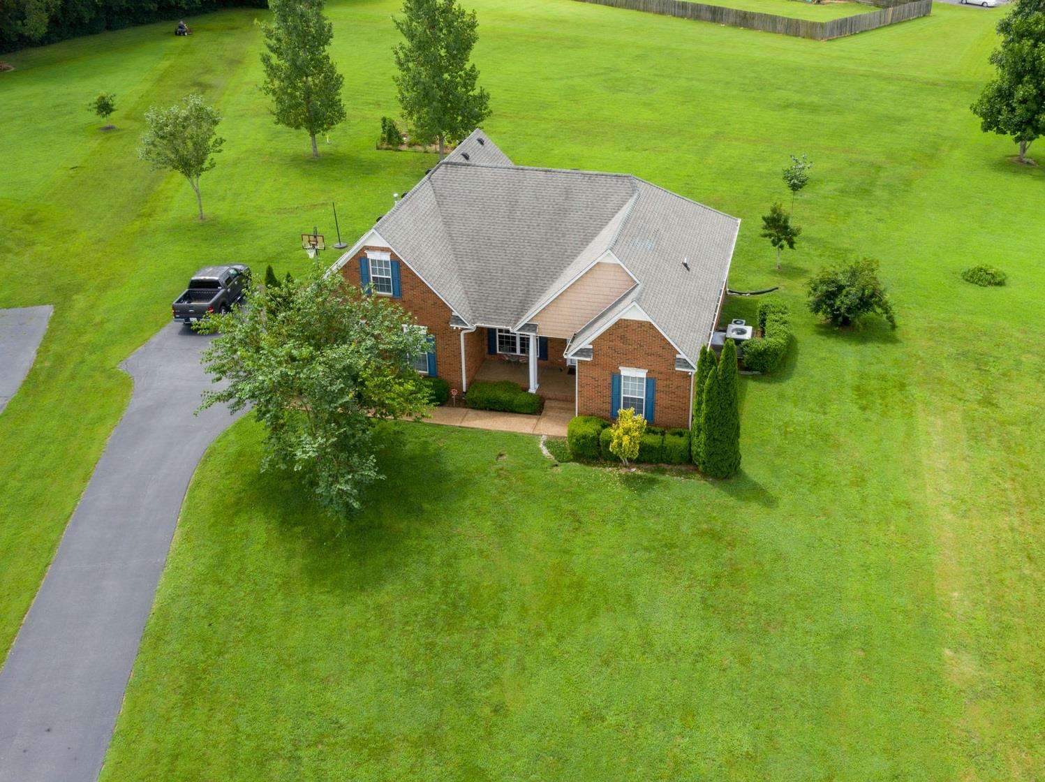 1404 Triple Crown Ct, Columbia, Tennessee
