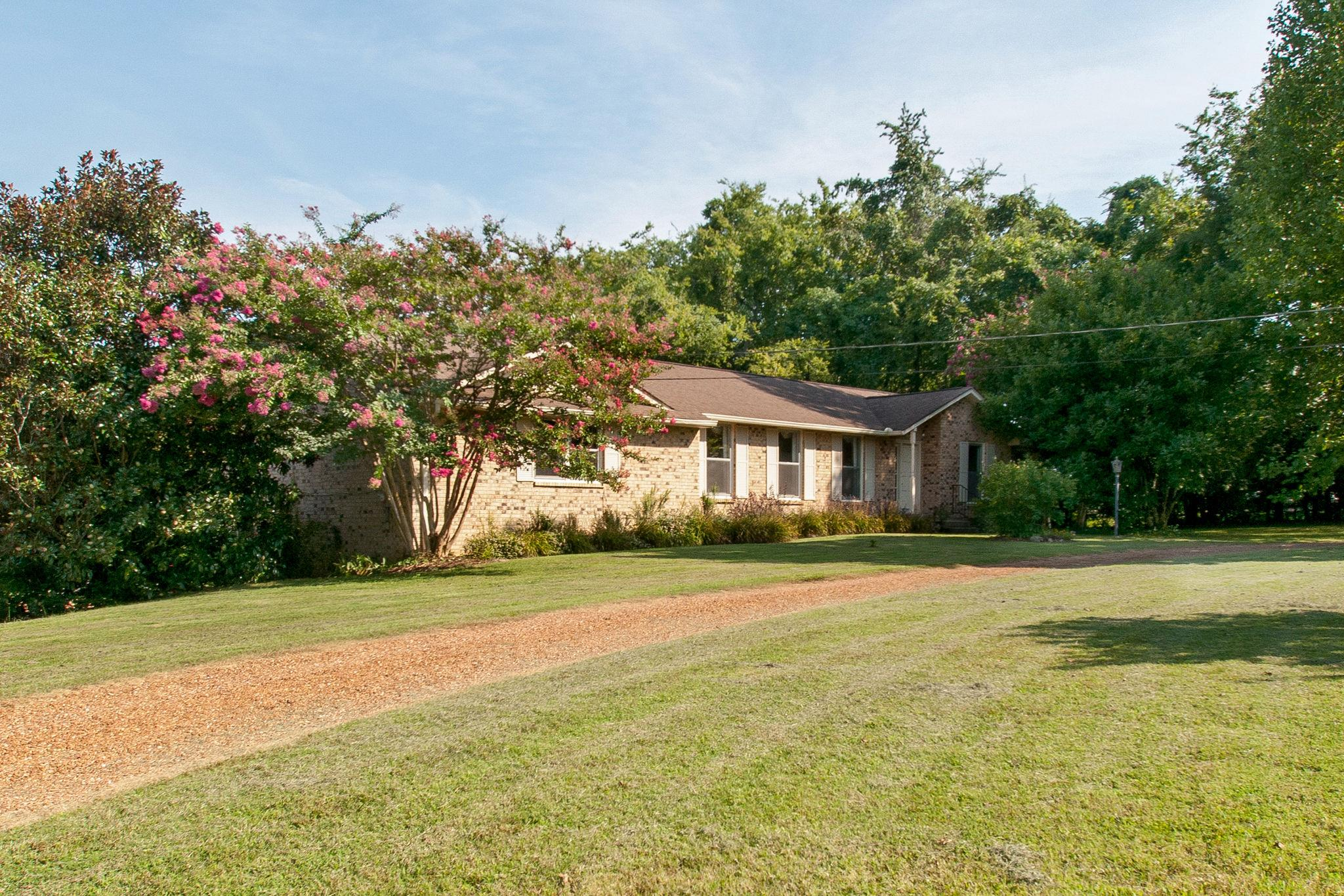 7921 Meadow View Dr, Bellevue in Davidson County County, TN 37221 Home for Sale