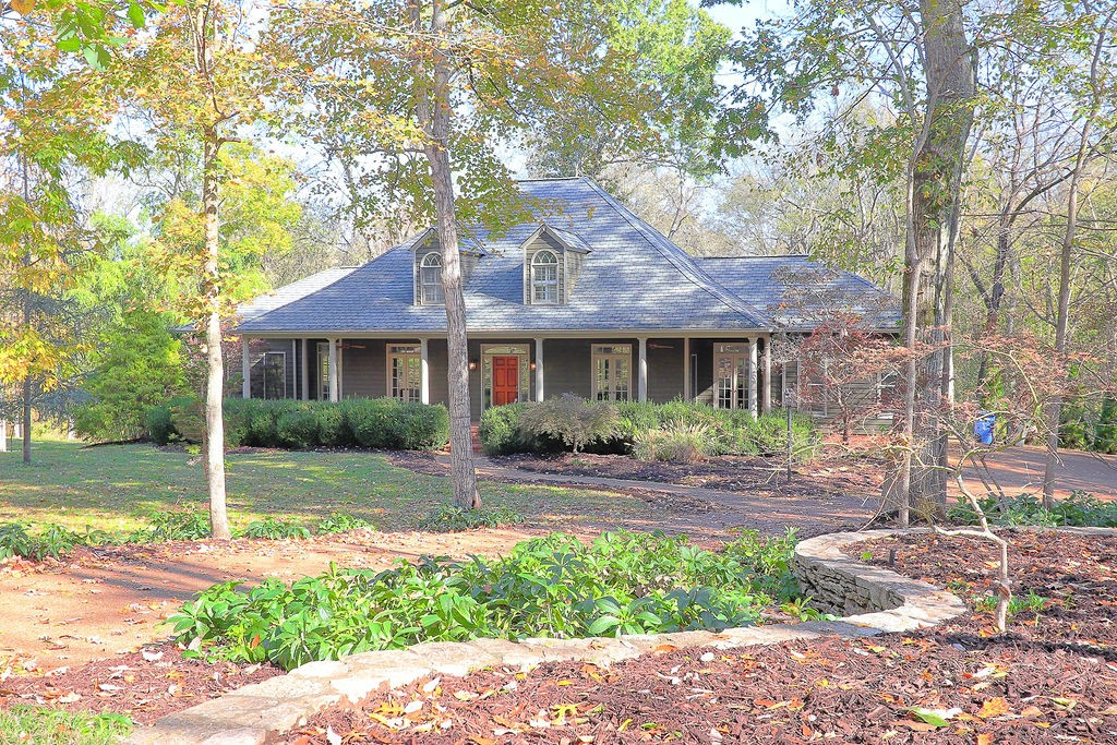 2415 Hidden Lake Cir, Columbia, Tennessee