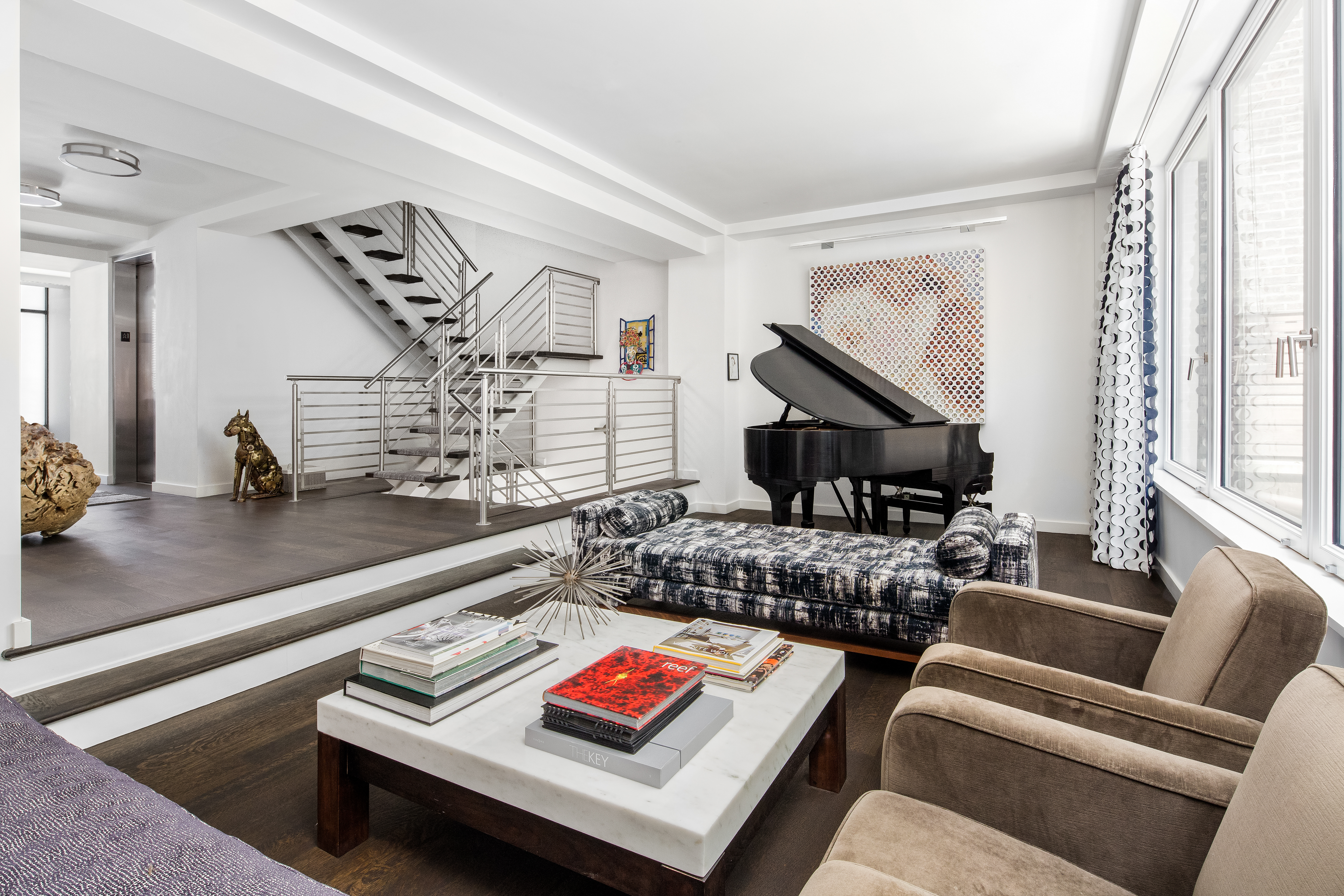 primary photo for 233 West 20th Street, New York, NY 10011, US