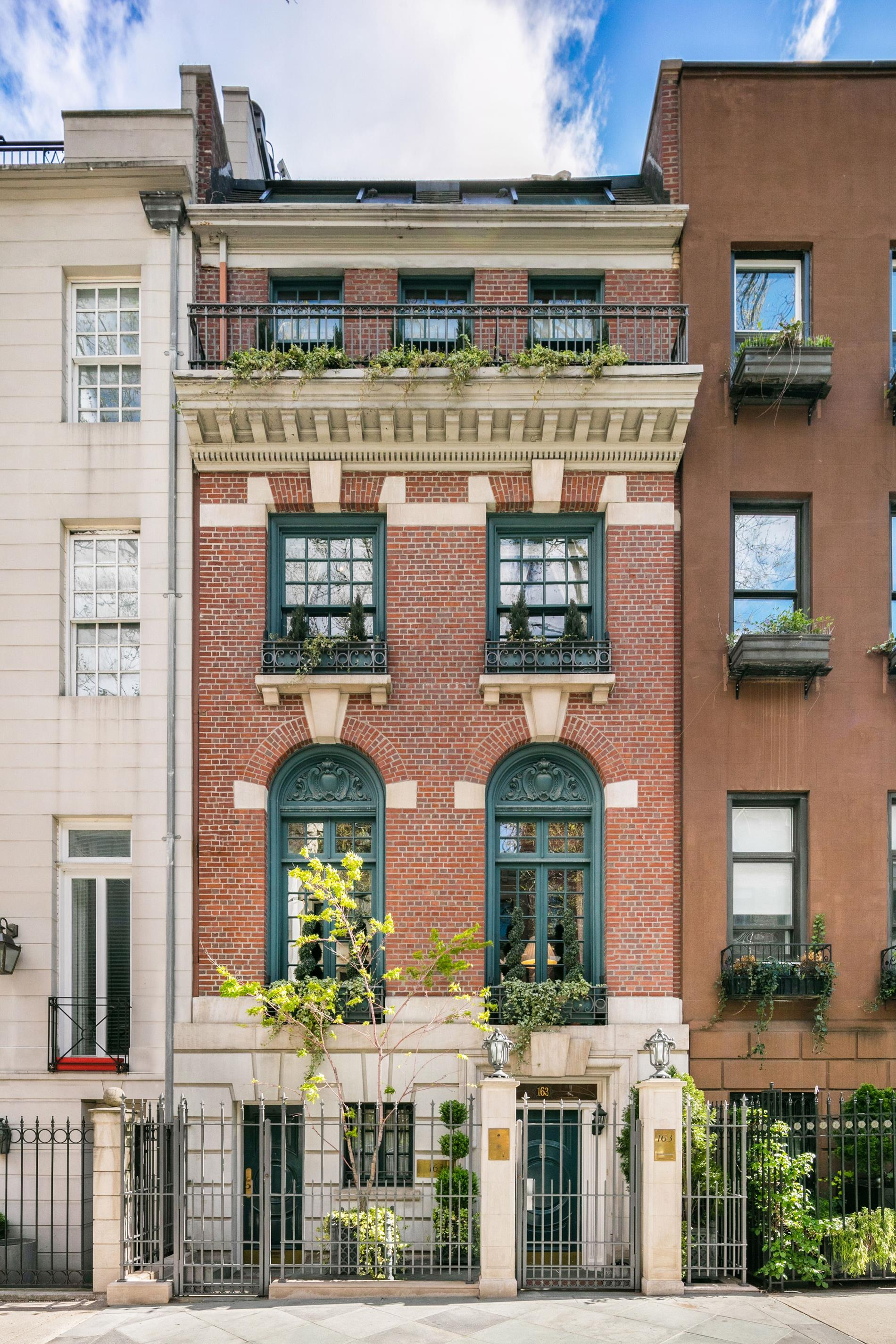 primary photo for 163 East 64th Street, New York, NY 10065, US