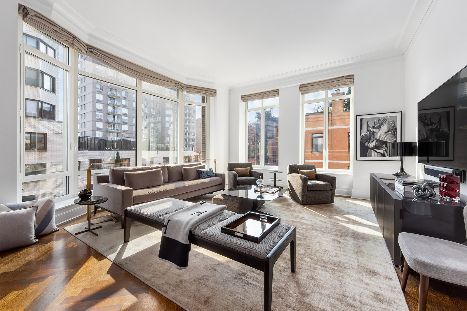 primary photo for 20 East End Avenue 10-C, New York, NY 10021, US