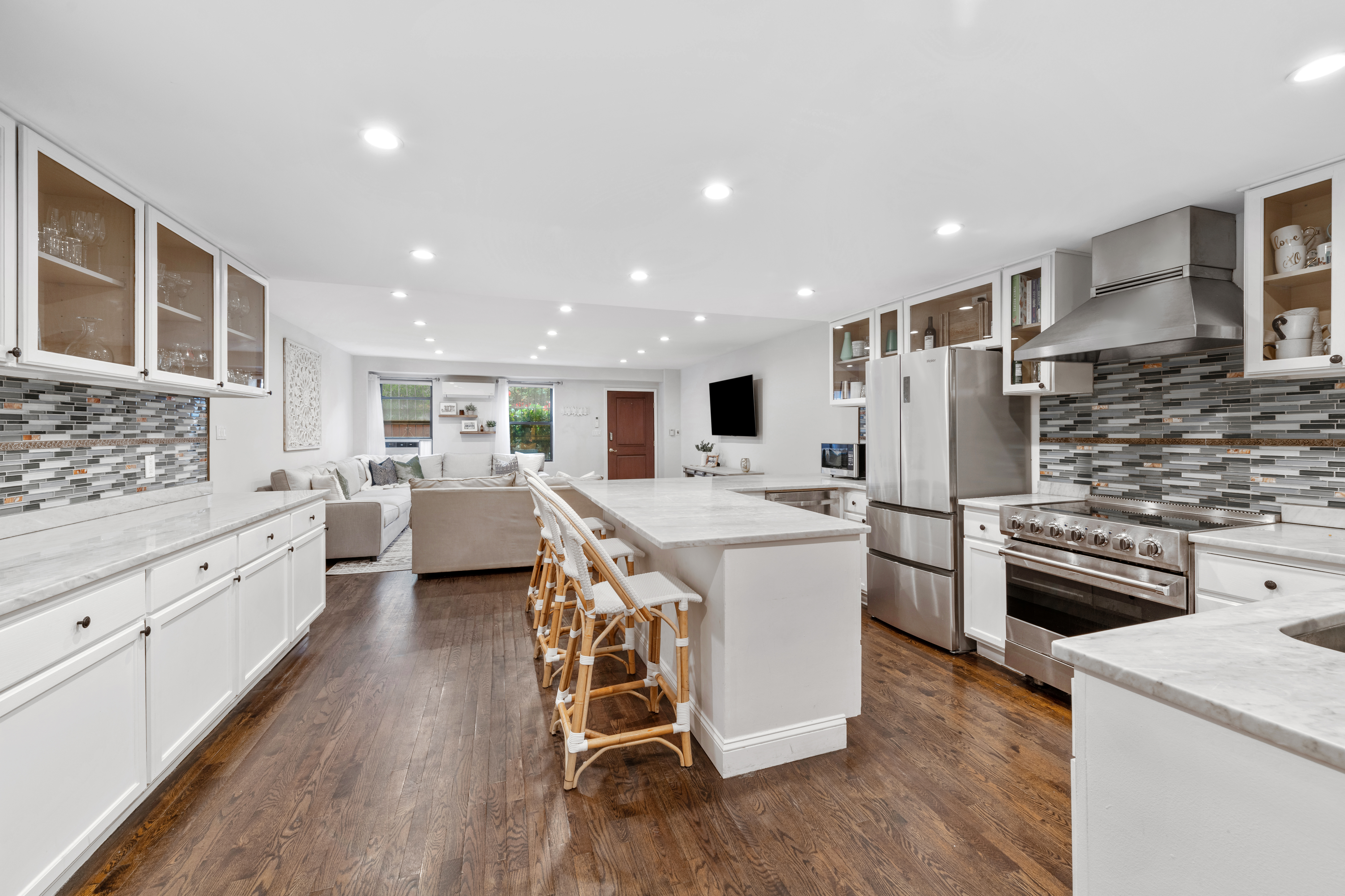 primary photo for 216 East 75th Street MAIS-EAST/WEST, New York, NY 10021, US