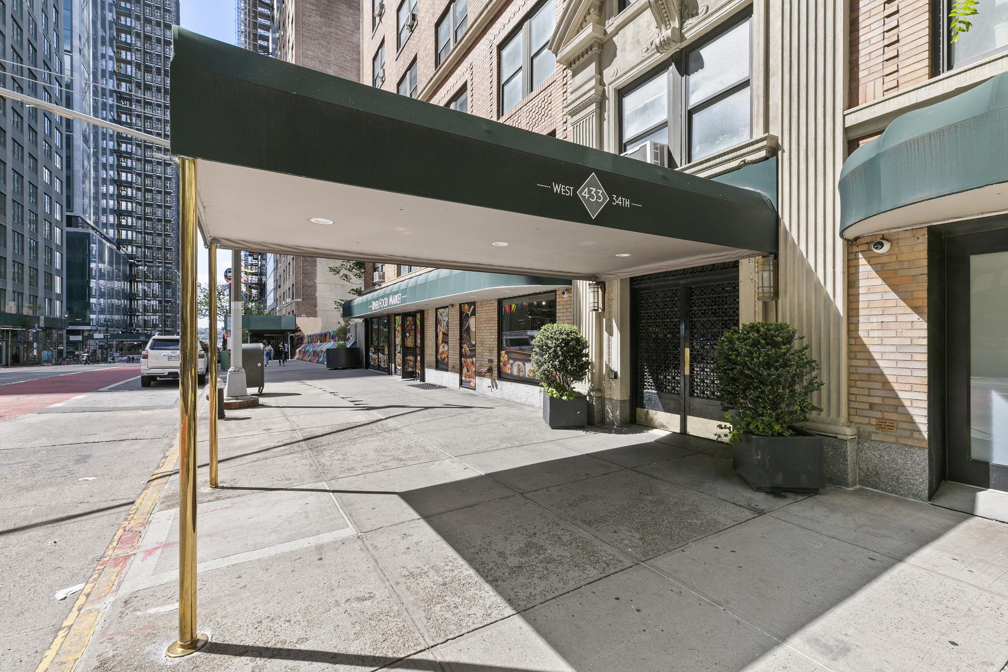 primary photo for 433 West 34th Street 3-M, New York, NY 10001, US