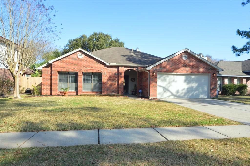 2202 Castle Dr, League City, TX 77573