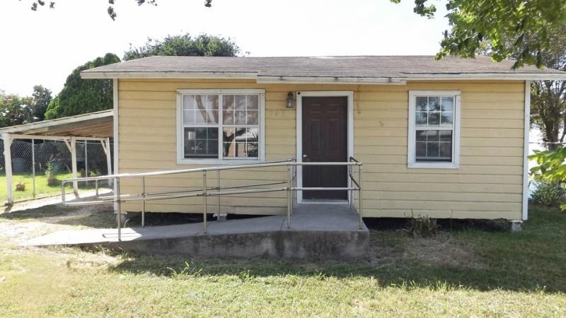 705 N Duval St, Mathis, TX 78368