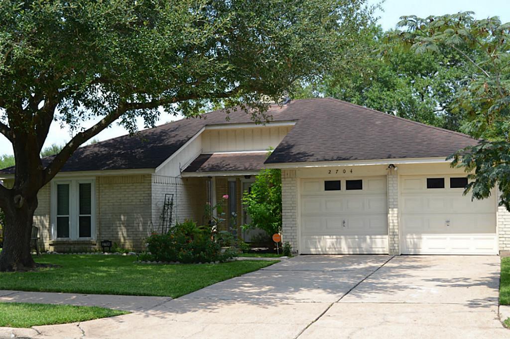 2704 Laurel Creek Way, Pearland, TX 77581