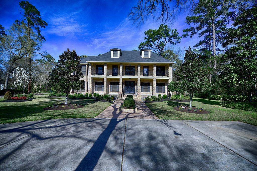 927 Quaker Bend Dr, Friendswood, TX 77546