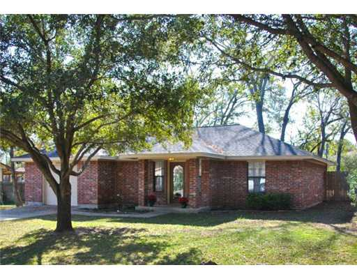 4104 Green Valley Dr, Bryan, TX 77802
