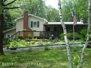 1502 Valley Rd, Effort, PA 18330