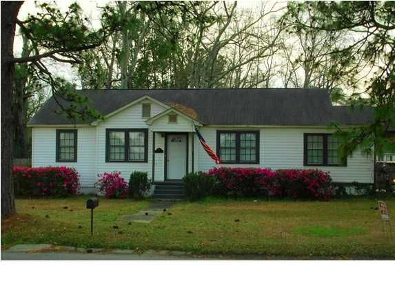 78 Lee St, Chickasaw, AL 36611