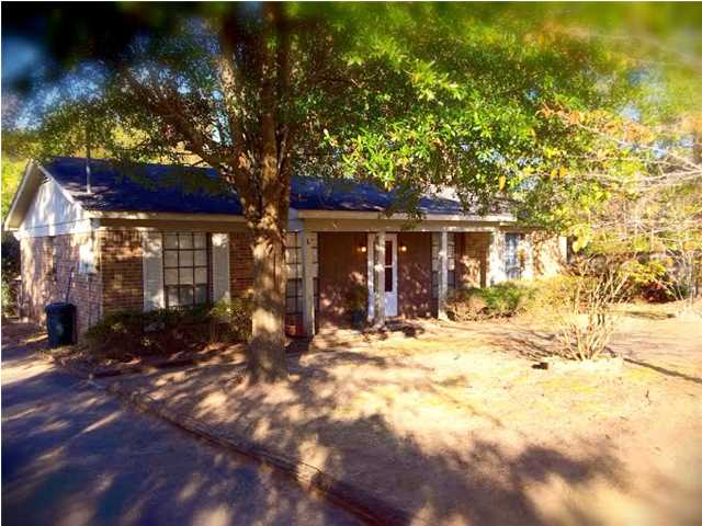 2800 Cottage Glenn Dr E, Mobile, AL 36695