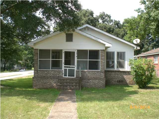 72 9th Ave, Chickasaw, AL 36611