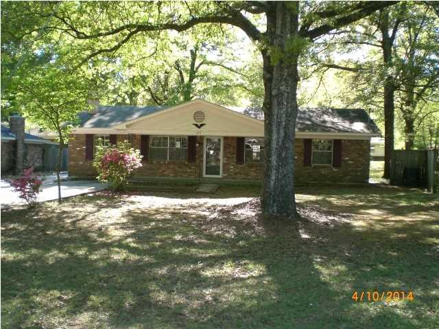 405 S Bayou Oaks Dr, Saraland, AL 36571