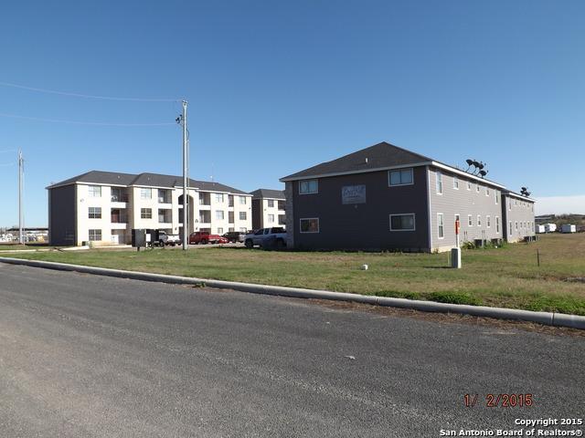 112 Lone Oak Dr, Floresville, TX 78114