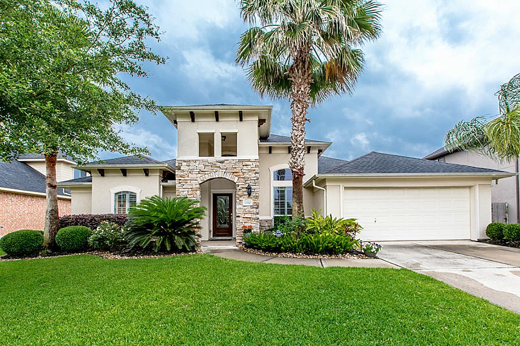 2910 Sea Channel Dr, Seabrook, TX 77586
