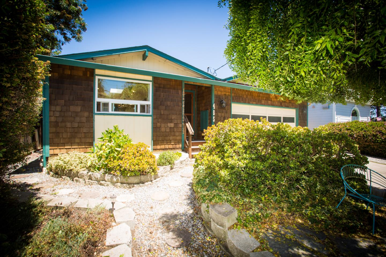 465 3rd Ave, Half Moon Bay, CA 94019