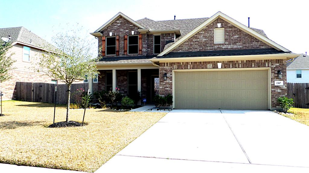 1507 Brook Hollow Dr, Pearland, TX 77581