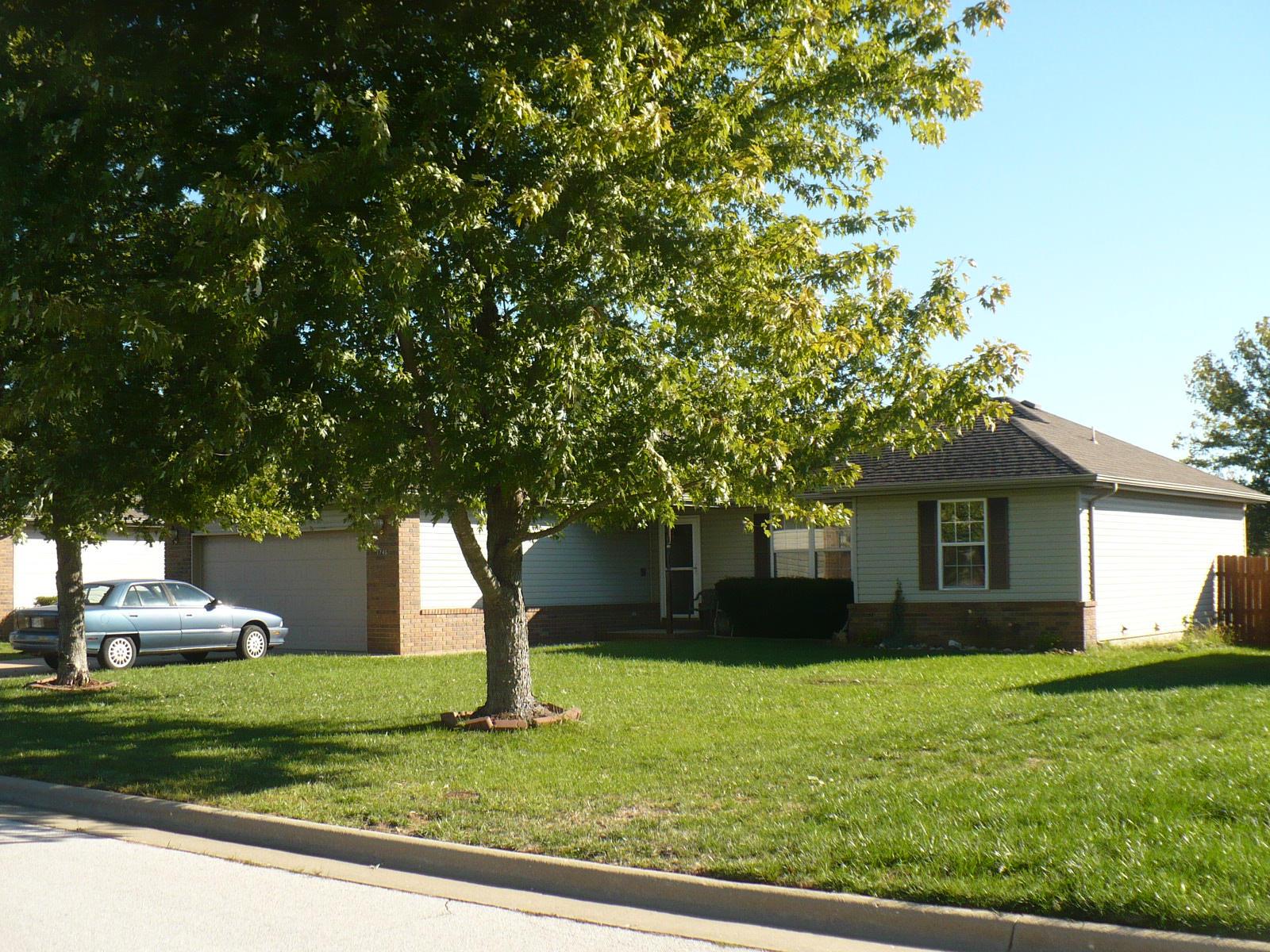 1746 S Waco Ave, Springfield, MO 65802