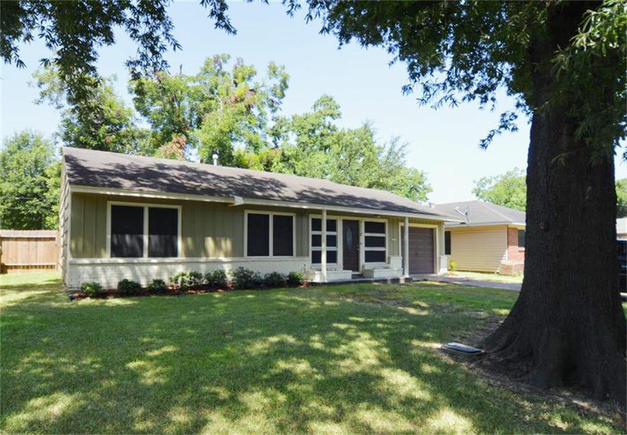 1112 Woodlock Dr, Pasadena, TX 77506