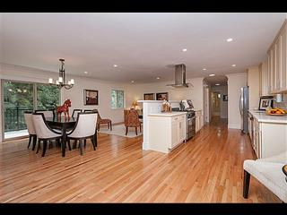 15 Woodhue Ct, Redwood City, CA 94062