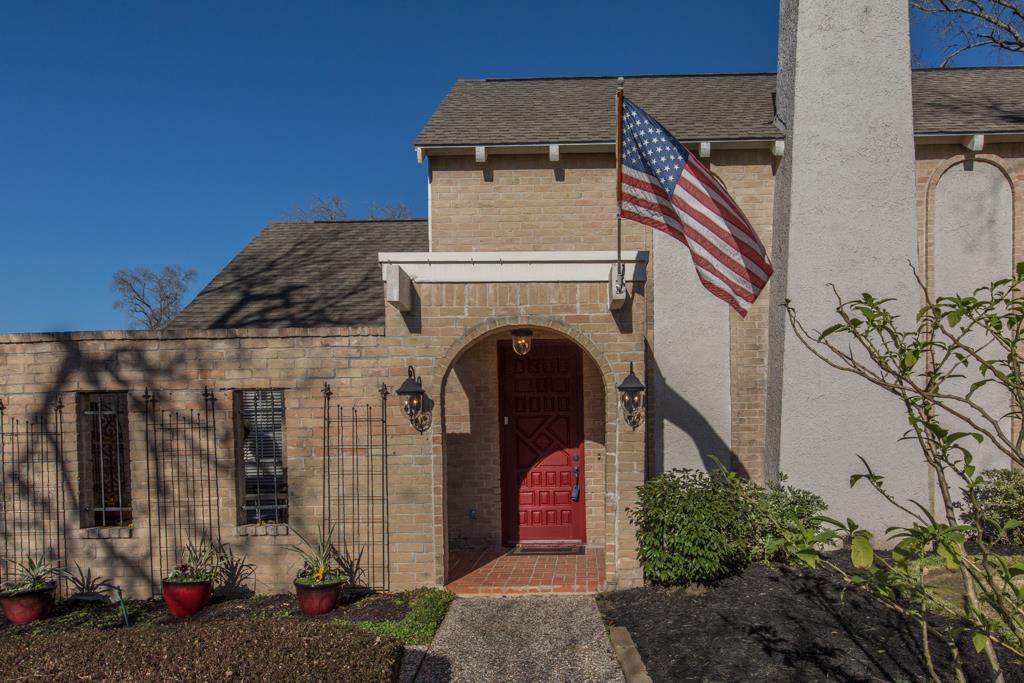 1018 Villa Court Dr, Seabrook, TX 77586