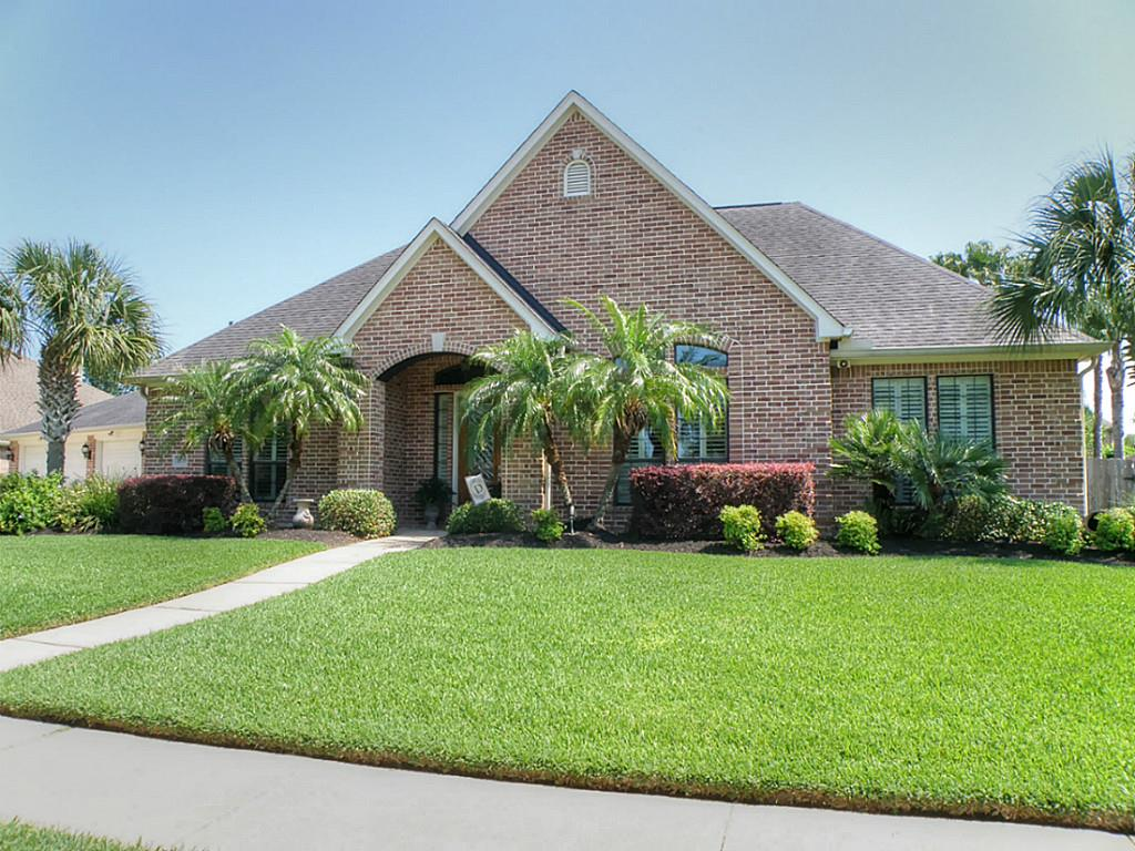 1979 Rolling Stone Dr, Friendswood, TX 77546