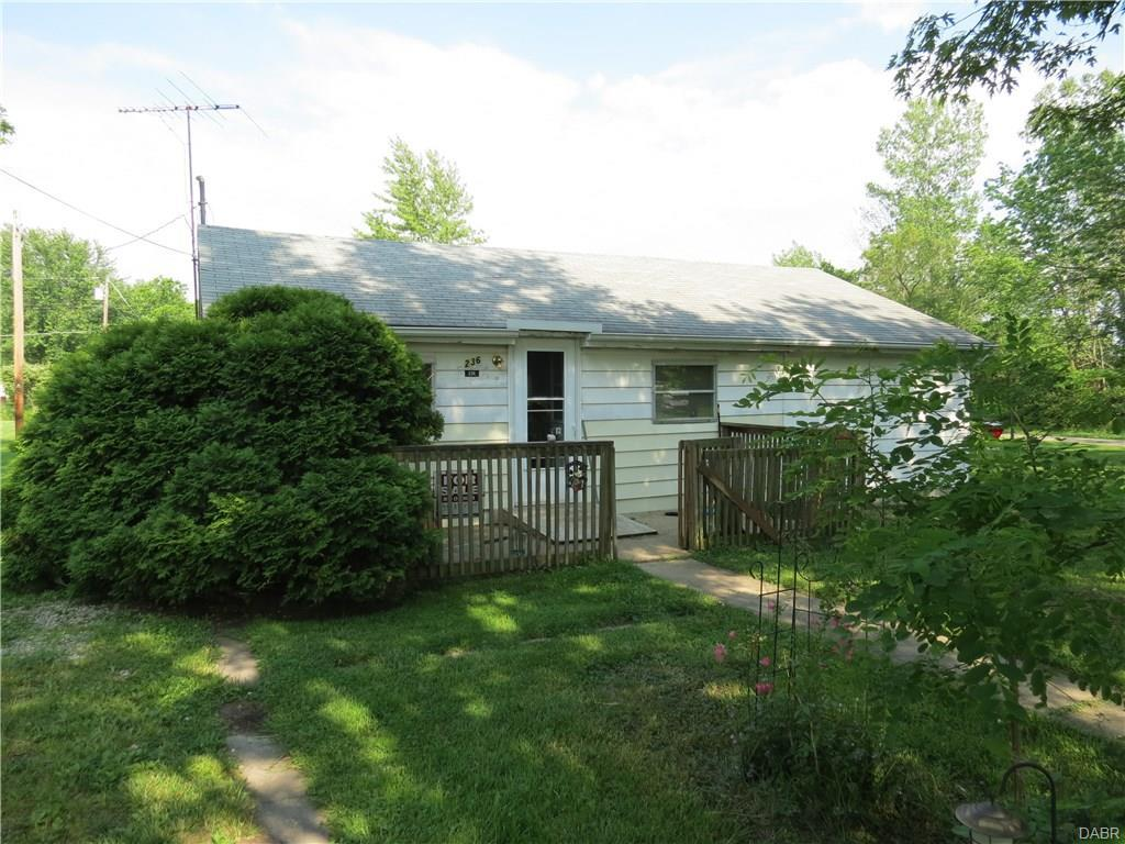 236 Sample Rd, West Alexandria, OH 45381