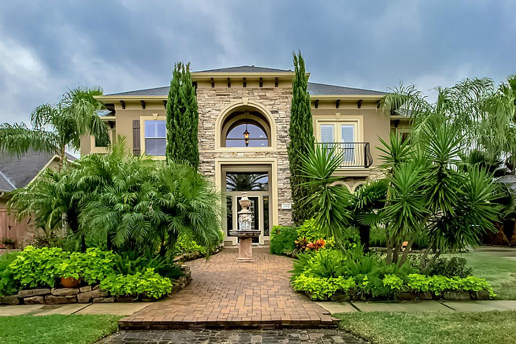 2802 Sea Channel Dr, Seabrook, TX 77586